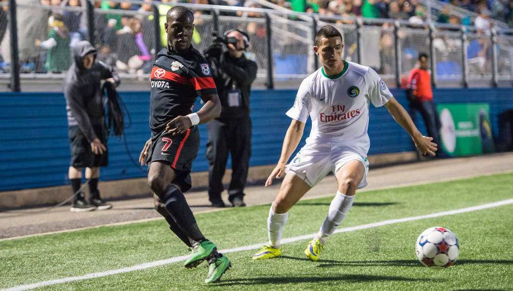San Antonio Scorpions winger Billy Forbes and New York Cosmos winger Leo Fernandes (Photo: New York Cosmos)