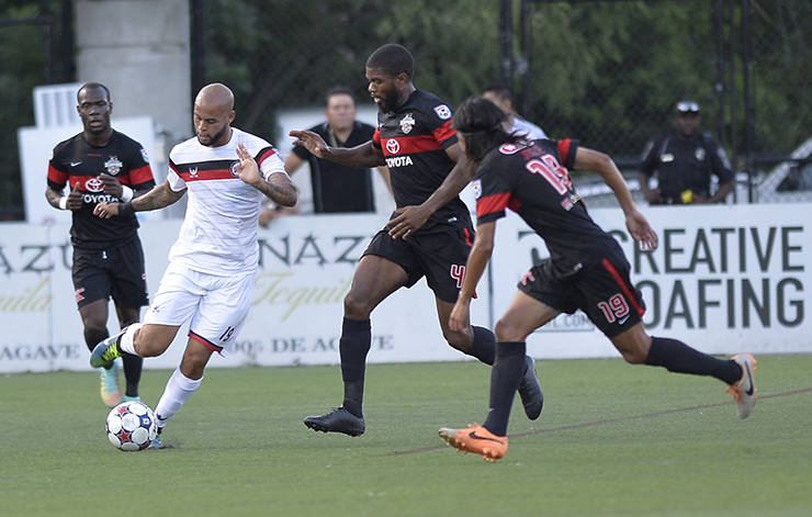 Atlanta's Kyle Porter takes on 3 Scorpions in the Spring Season (Photo: Atlanta Silverbacks)
