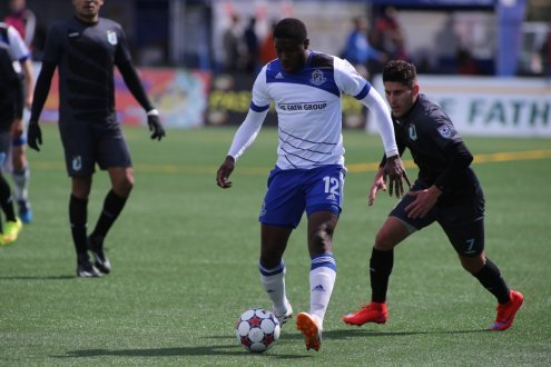 Kareem Moses is trailed by Kevin Venegas (Photo: FC Edmonton)