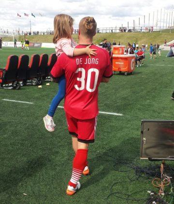 De Jong with his daughter post-game